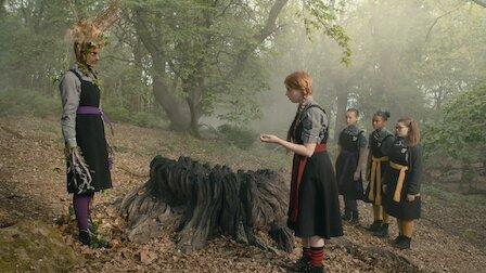 O vrăjitoare îngrozitoare Sezonul 4 Episodul 5 Dublat în Română